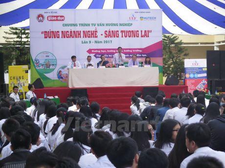 Khoi dong chuong trinh huong nghiep cho hoc sinh tai TP.HCM - Anh 1