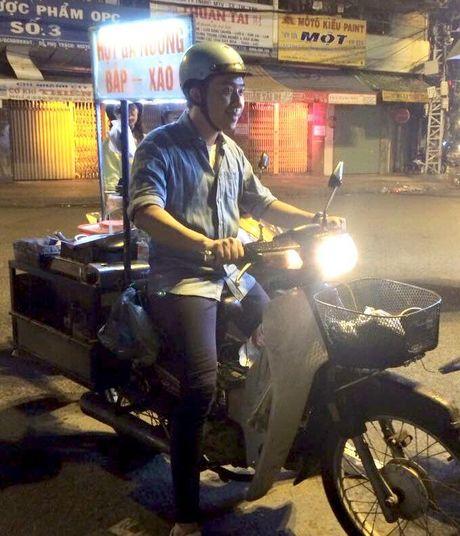 Fan dong long 'ung ho' Tran Thanh chay xe di ban... bap xao - Anh 1