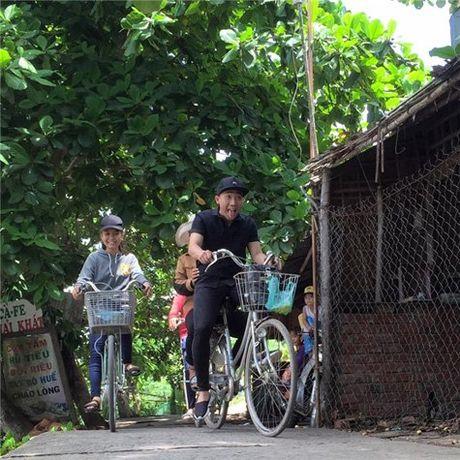 Fan dong long 'ung ho' Tran Thanh chay xe di ban... bap xao - Anh 6