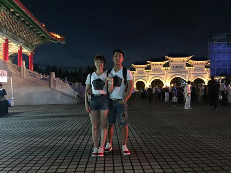 Bat mi ve cap doi xuat khau lao dong cau hon o san bay - Anh 3