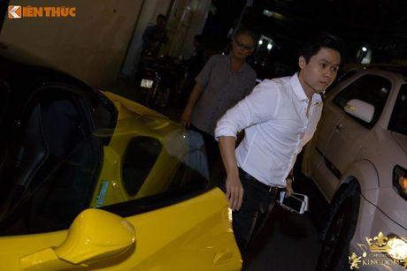 Minh Nhua va Phan Thanh cuoi sieu xe di 'uong bia' tai SG - Anh 3