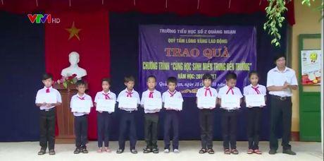 Chung tay ho tro hoc sinh vung bien TT-Hue sau su co moi truong - Anh 1