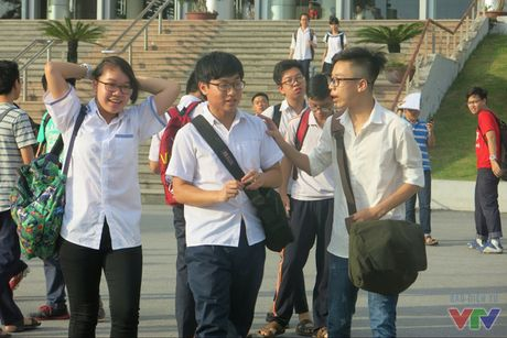 Hoc sinh kem tieng Anh: Truong 1200 hoc sinh, chi co 2 giao vien dat chuan - Anh 1