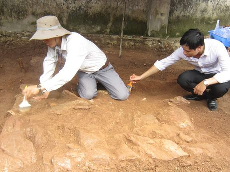 Phat hien mot om chon cat tai khu vuc tham do tim mo vua Quang Trung - Anh 1