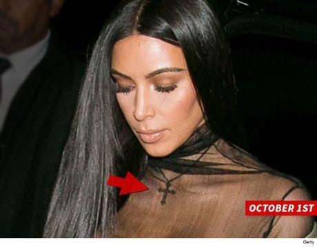 Tim thay mat chiec day chuyen bi cuop cua Kim Kardashian? - Anh 2