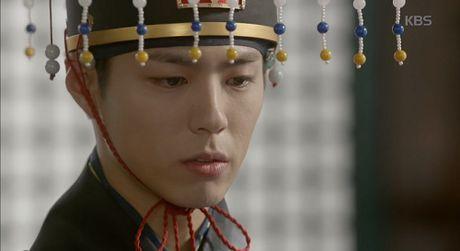May hoa anh trang tap 15: Kim Yoo Jung tro mat nhin nguoi yeu lay co gai khac - Anh 1