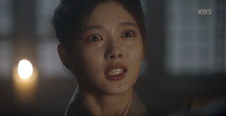 May hoa anh trang tap 15: Kim Yoo Jung tro mat nhin nguoi yeu lay co gai khac - Anh 5