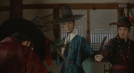 May hoa anh trang tap 15: Kim Yoo Jung tro mat nhin nguoi yeu lay co gai khac - Anh 7