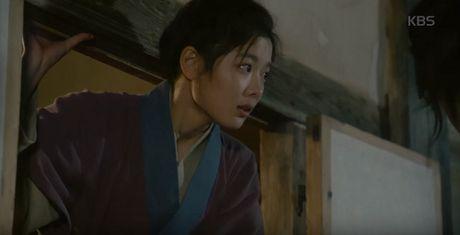 May hoa anh trang tap 15: Kim Yoo Jung tro mat nhin nguoi yeu lay co gai khac - Anh 8