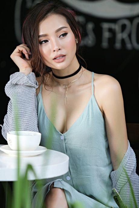 Phuong Trinh Jolie khoe vong 1 hung ho tren pho - Anh 2