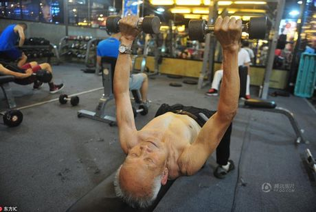 Cu ong 94 tuoi me tap gym, co bap nhu thanh nien - Anh 2