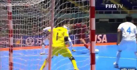 Cau thu Viet bat ngo vuot mat huyen thoai Brazil tai World Cup - Anh 1