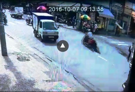 Bat duoc ten cuop keo le co gai gan 100m tren duong pho Sai Gon - Anh 3