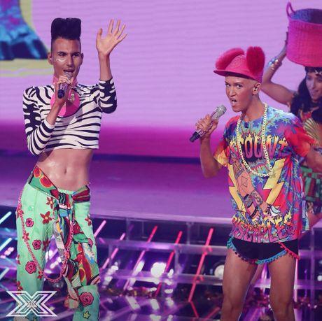 Ai cung 'tiec dut ruot' khi cap doi LGBT nay phai dung chan qua som tai X-Factor UK - Anh 1
