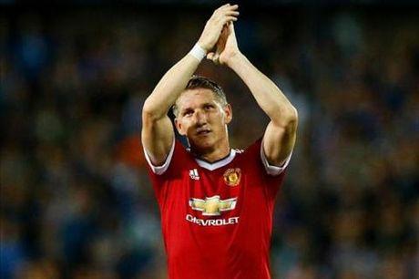 Mertesacker len an Mourinho vi nguoc dai Schweinsteiger - Anh 1