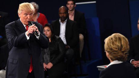 Tranh luan Trump - Clinton lan 2: Dau khau cay nghiet - Anh 1