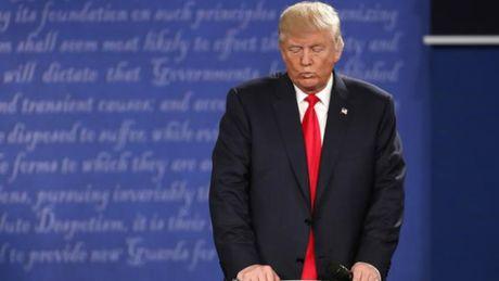 Ong Trump bi doi thu Clinton bo xa trong tham do du luan - Anh 2