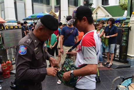 Lai chan dong canh bao danh bom Bangkok - Anh 1