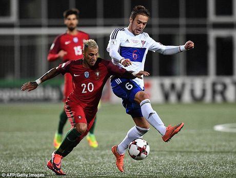 Ronaldo tiep tuc no sung trong chien thang 6 sao cua Bo Dao Nha - Anh 1