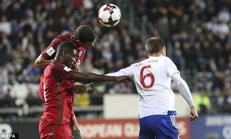 Ronaldo tiep tuc no sung trong chien thang 6 sao cua Bo Dao Nha - Anh 3