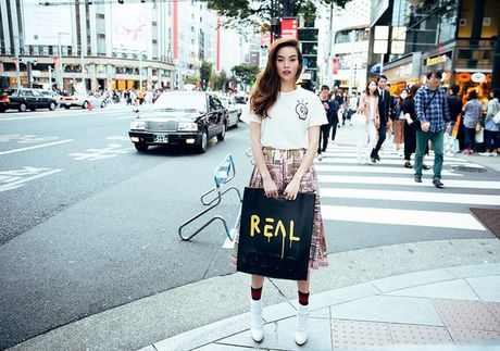 Ha Ho mac street style dep nhu the nay thi 'ngan' gi ngoi sao quoc te nao - Anh 1