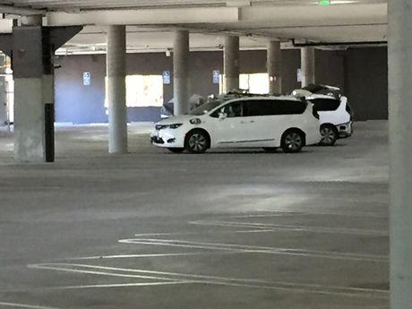 Google bi 'chup trom' hang loat xe minivan tu lai - Anh 1