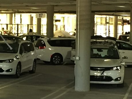 Google bi 'chup trom' hang loat xe minivan tu lai - Anh 2