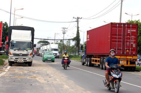 Container 'tung hoanh' o duong song hanh Xa Lo Ha Noi - Anh 2