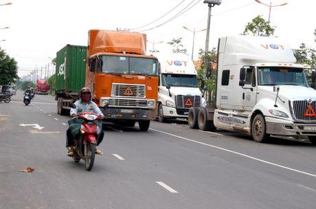 Container 'tung hoanh' o duong song hanh Xa Lo Ha Noi - Anh 4