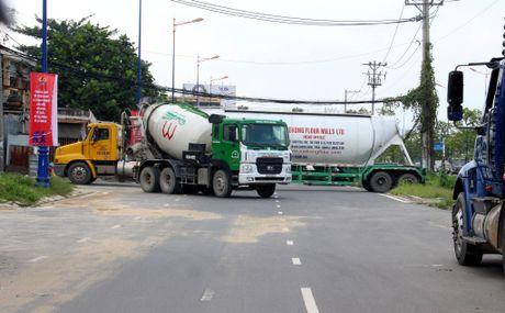 Container 'tung hoanh' o duong song hanh Xa Lo Ha Noi - Anh 9