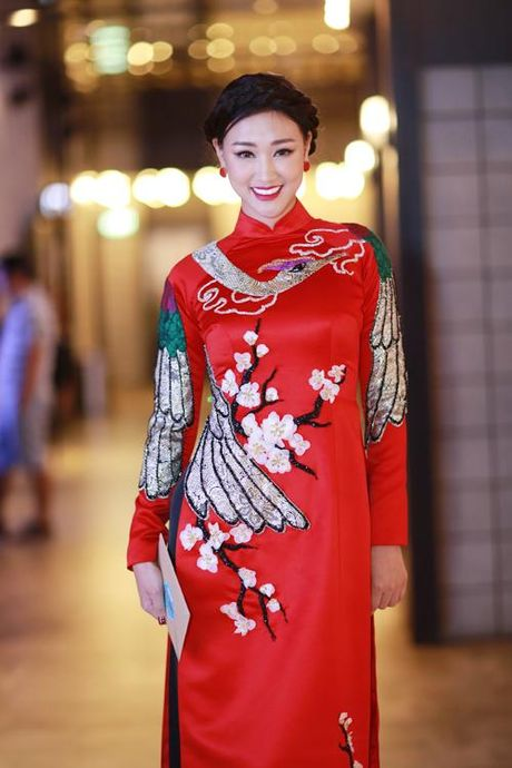 Ha Tang gian di dep rang ngoi, Ngoc Trinh hut hon voi ao dai - Anh 2