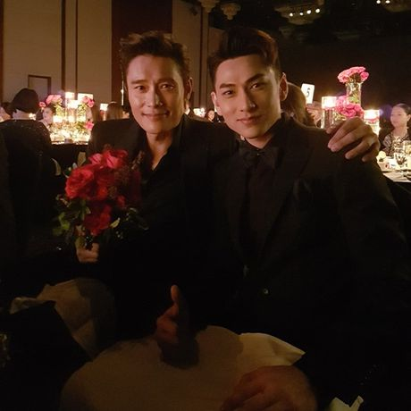 Isaac ngo ngang nhan giai ben canh Lee Byung Hun; Phim ve Sai Gon duoc khen het loi - Anh 1