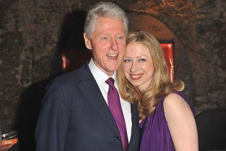 WikiLeaks tiet lo email bi mat ve qua khu gay soc cua gia dinh Clinton - Anh 2
