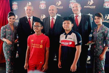 Malaysia Airlines tro thanh doi tac toan cau cua CLB Liverpool - Anh 1