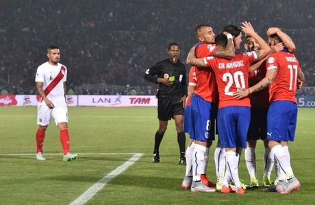 Cu dup cua Vidal giup Chile kich tinh ha Peru - Anh 1