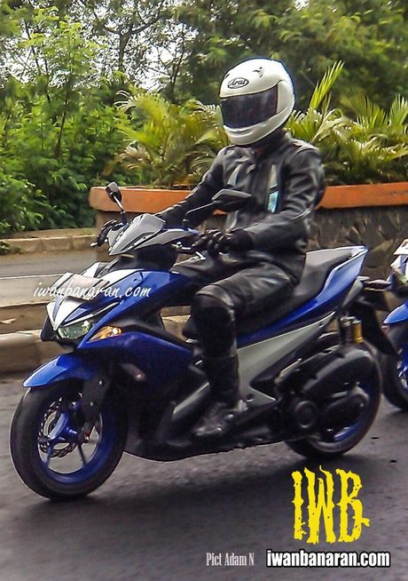 'Tom gon' xe ga cho nam Yamaha NVX 150 sap ra mat tai Viet Nam tren duong thu - Anh 4