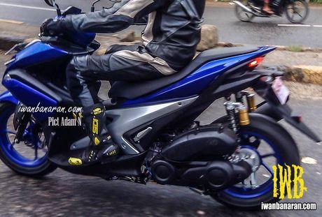 'Tom gon' xe ga cho nam Yamaha NVX 150 sap ra mat tai Viet Nam tren duong thu - Anh 5
