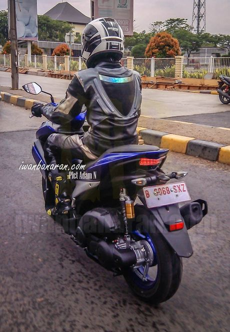'Tom gon' xe ga cho nam Yamaha NVX 150 sap ra mat tai Viet Nam tren duong thu - Anh 6