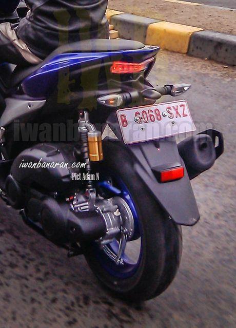 'Tom gon' xe ga cho nam Yamaha NVX 150 sap ra mat tai Viet Nam tren duong thu - Anh 8