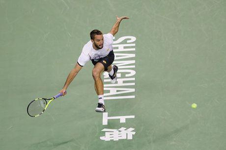 Nadal bat ngo bi loai trong tran ra quan tai giai Thuong Hai Masters - Anh 2