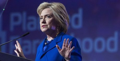 Ba Clinton biet Saudi Arabia va Qatar ho tro tai chinh cho IS? - Anh 1