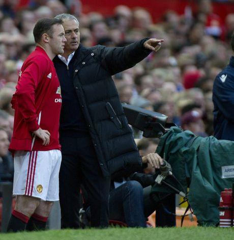 Huyen thoai 'mat gia', Ryan Giggs hien ke cho Mourinho - Anh 4