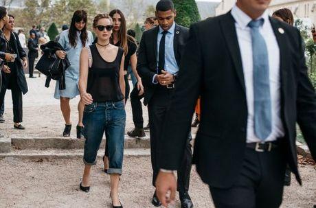 Street Style Paris Fashion Week 2017 - dinh cao cua su don gian - Anh 3