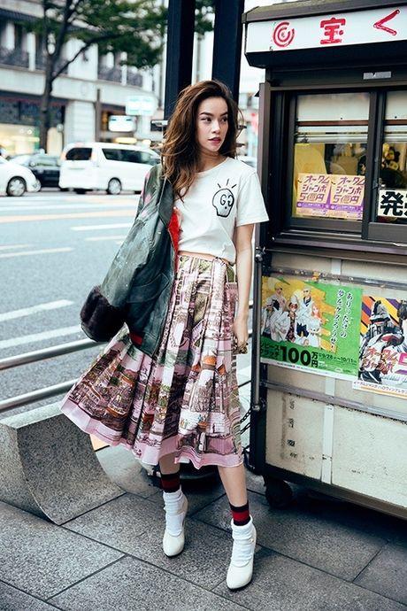Ho Ngoc Ha dien trang phuc street style cuc chat tren duong pho Nhat - Anh 3