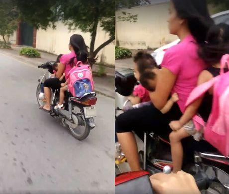 Ha Noi: 'Dung tim' canh nguoi phu nu vua cho con bu, vua lai xe - Anh 1