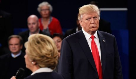 Ty phu Trump co du quyen luc day ba Clinton vao tu neu dac cu? - Anh 1