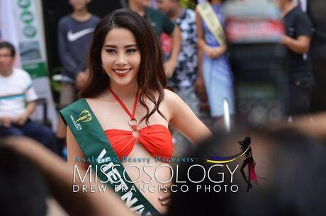 Miss Earth 2016: Thi sinh tao dang ben bang ron nhan nhum, Nam Em 'muon' vay Pham Huong - Anh 3