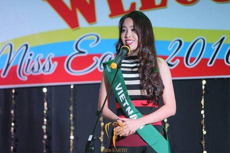 Miss Earth 2016: Thi sinh tao dang ben bang ron nhan nhum, Nam Em 'muon' vay Pham Huong - Anh 6