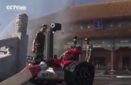 Robot cuu hoa Trung Quoc lan dau tien lo dien - Anh 1