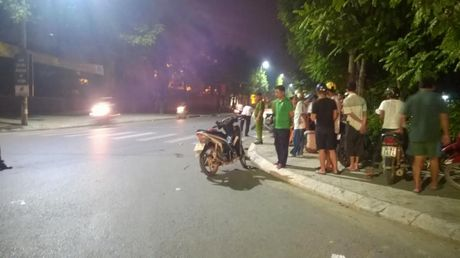 Thanh Hoa: Xe may tong nhau lien hoan, 5 nguoi nhap vien - Anh 1